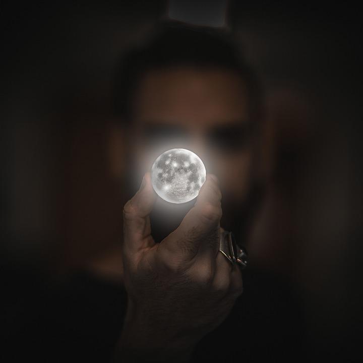 moon-2134881_960_720